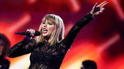 Taylor Swift wins symbolic $1 in groping lawsuit